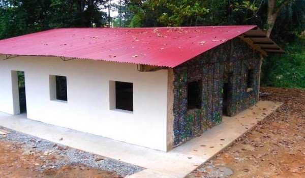 image, گزارش تصویری از خلاقیت ساخت خانه با بطری های دور ریختنی
