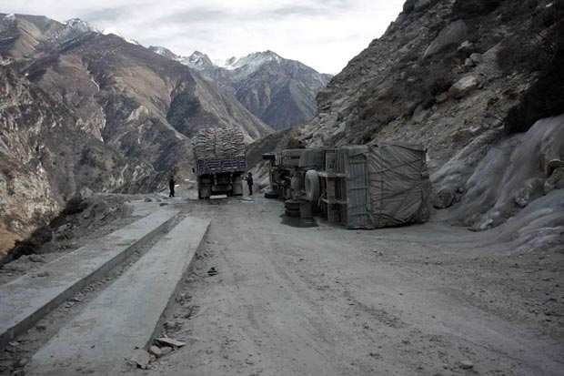 image, عکس های دیدنی و شگفت انگیز از خطرناک ترین و باریک ترین جاده های دنیا