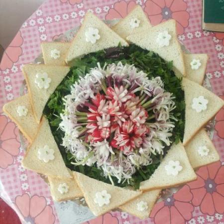 image طرز تهیه نان و پنیر و سبزی مدرن برای مهمانی عصرانه