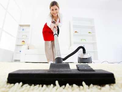 image آموزش نحوه جارو برقی کشیدن فرش برای خانم های خانه دار