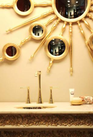 image عکس های دیدنی از شیک ترین روشویی سرویس بهداشتی طلایی سفید