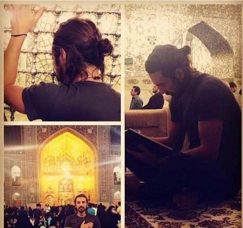 image امیر عباس گلاب هنرمند ایرانی در حرم امام رضا علیه السلام در حال دعا