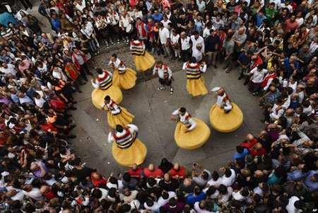 image, تصویری از جشنواره خیابانی و آیینی در شمال اسپانیا