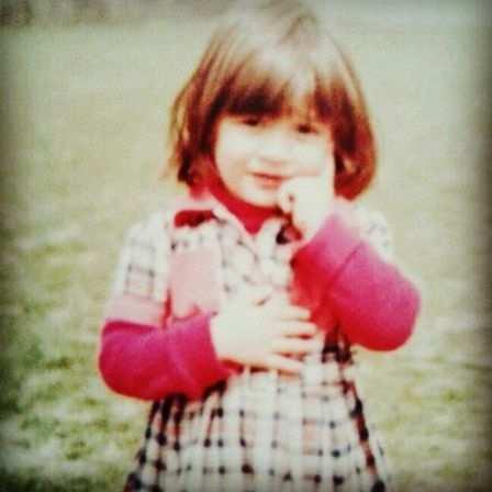image, عکسی زیبا از دوران بچگی هنرپیشه معروف الهام حمیدی
