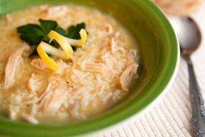 image آموزش پخت سوپ مرغ یونانی با لیمو