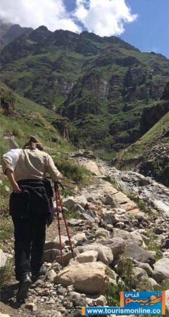 image هدیه تهرانی در حال کوهنوردی در ارتفاعات علم کوه