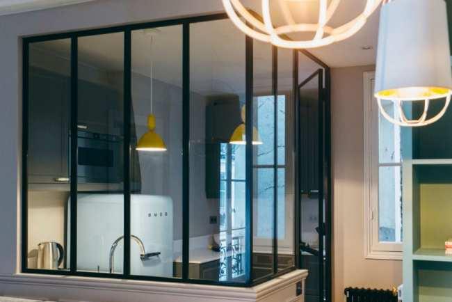 image ایده جالب بستن اپن آشپزخانه با پنجره شیشه ای با عکس