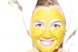 image بهترین راه برای درمان جوش های صورت با لوسیون زردچوبه