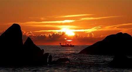 عکس, منظره ای زیبا از غروب خروشید در جزیره کرس فرانسه
