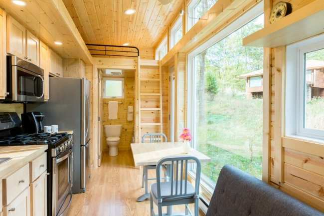 image, عکس های دیدنی از یک خانه کوچک چوبی و قابل جابجایی