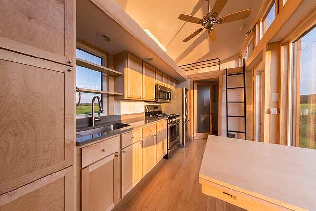 image عکس های دیدنی از یک خانه کوچک چوبی و قابل جابجایی