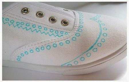 image, چطور کفش های ساده و سفید رنگ را خودمان تزیین کنیم