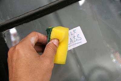 image, ترفند سریع پاک کردن برچسب ها از روی ظرف شیشه ای