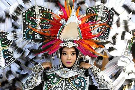 image, تصویری زیبا جشنواره لباس های محلی اندونزی