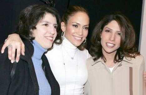 image, عکس دسته جمعی جنیفر لوپز با خواهرهایش