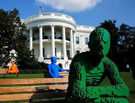 image, عکس دیدنی آثار هنری از لگو در فضای بیرونی کاخ سفید