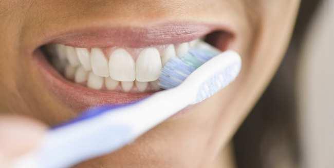 image, شستن دهان و دندان با آب نمک چه تاثیری دارد
