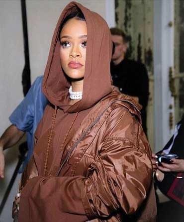 image, عکس لباسی که هنرمند معروف ریحانا طراحی کرده