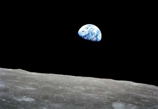 image عکسی دیدنی و جالب از صحنه طلوع زمین از افق ماه