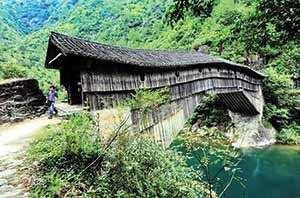 image عکس زیبا از معماری قدیمی ترین پل چوبی دنیا در چین