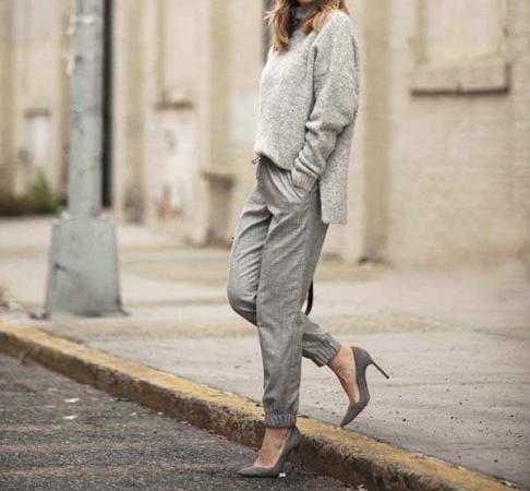 image معرفی ترکیب رنگ خاکستری برای خانم ها هنگام لباس پوشیدن