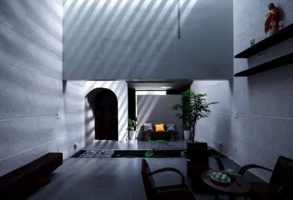 image ایده ساخت باغچه با گیاهان سبز در سالن پذیرایی خانه
