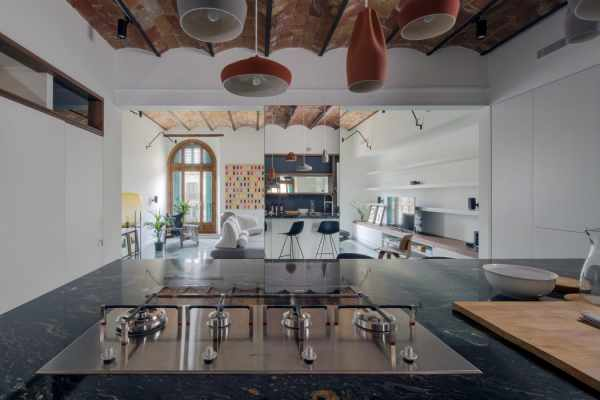 image ایده استفاده از کفپوش آبی براق در خانه با عکس