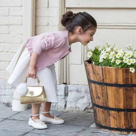image, ژست ها و لباس های زیبا و مدرن برای عکس آتلیه ای بچه های کوچک