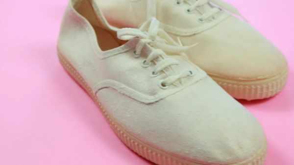 image چطور کفش های کتانی ساده را ضدآب کنیم تا خیس نشوند
