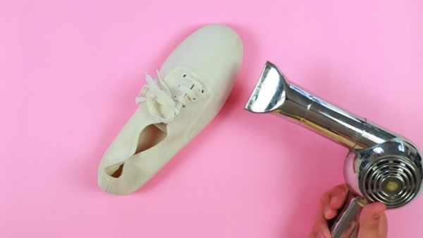 image, چطور کفش های کتانی ساده را ضدآب کنیم تا خیس نشوند