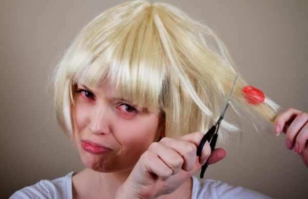 image آموزش جدا کردن آدامس چسبیده به موهای سر در سه مرحله