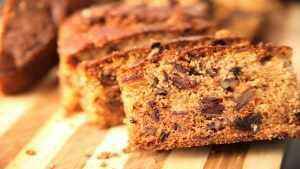 image آموزش پخت کیک خرمایی با گردو برای صبحانه