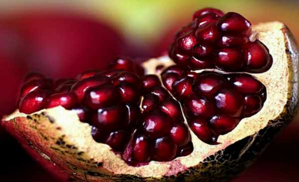 image, باید ها و نباید های مفید هنگام خوردن انار