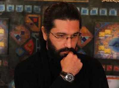 image متن شعر دست نگهدار از بهار خاک و گلم مونده هنوز شاعر امیرحسین مدرس