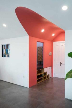 image دکوراسیون زیبای خانه با دیوارهای رنگی آبی و قرمز