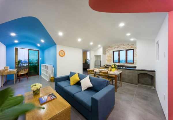 image, دکوراسیون زیبای خانه با دیوارهای رنگی آبی و قرمز