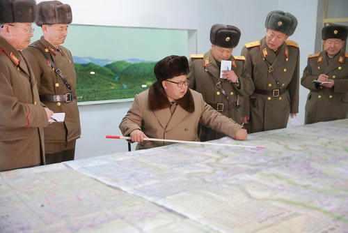 image رهبر کره شمالی در بازدید از واحد نظامی ارتش کره شمالی