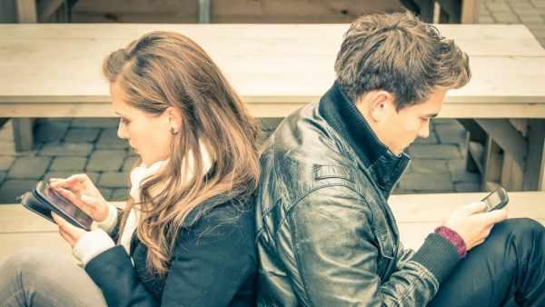 image پیامک و تلگرام بازی زیاد با همسر موجب خراب شدن ازدواج می شود