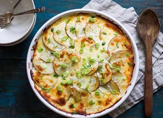 image آموزش تصویری پخت پیتزای سیب زمینی با پنیر مخصوص