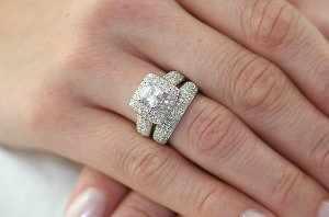 image آموزش تمیز کردن انگشترهای الماس گران قیمت و نگین دار