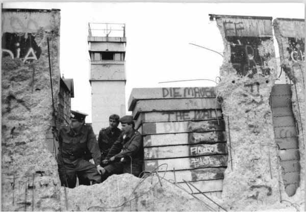 image اطلاعات خواندنی درباره دیوار برلین