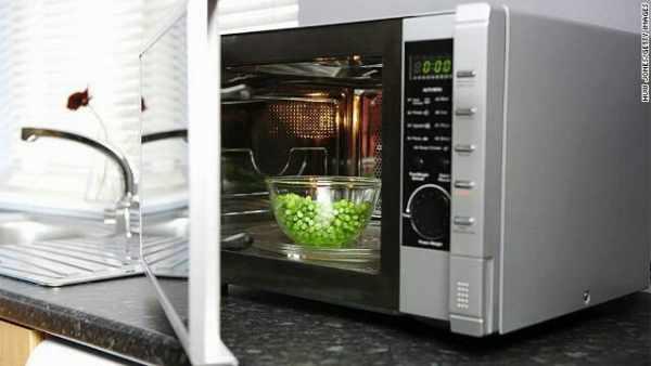 image گرم کردن چه غذاهایی در مایکروفر ممنوع و خطرناک است