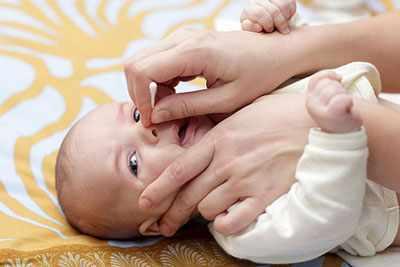 image علت گرفتگی بینی نوزادان و راه حل آن