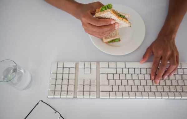 image اگر قصد لاغر شدن دارید قبل از ساعت ۳ بعد از ظهر نهار بخورید