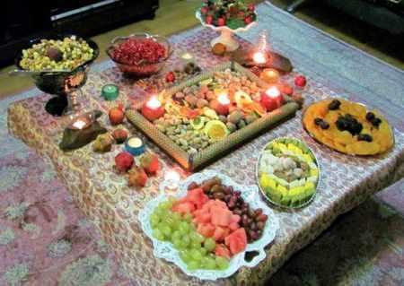 image عکس سفره های زیبا و چیدمان سنتی شب یلدا