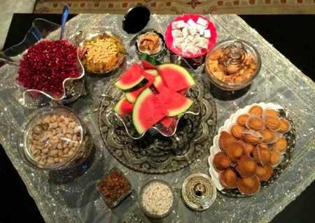 image, عکس سفره های زیبا و چیدمان سنتی شب یلدا