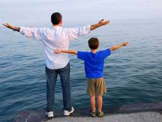 image فرزند خود را چطور تربیت کنیم تا مستقل بار بیاید