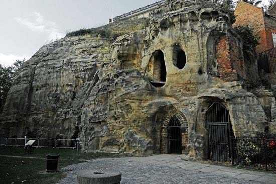 image گزارش تصویری جالب از غارهای ناتینگهام در انگلستان