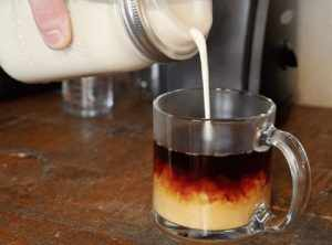 image آموزش تهیه خامه خانگی برای سرو با قهوه