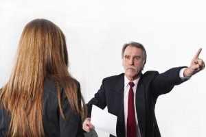 image اگر مدیر یا رئیس شما به شما توهین میکند باید چه کنید